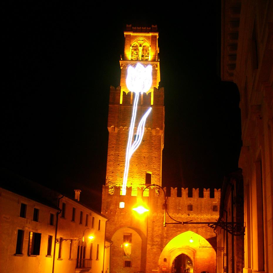 Torre campanaria di Noale (VE) visuale notturna dal balcone del Centro Danza Vaganova